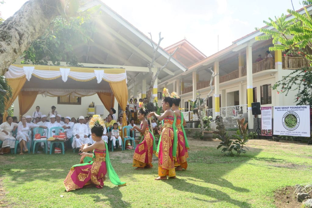 Bumi_Sehat_Opening_Ceremony_Balinese_Dancers